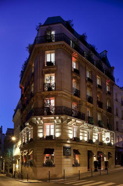 Room Mate Alain Champs-Elysées
